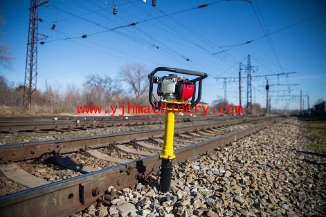 เครื่องอัดหินทางรถไฟแบบมือถือ KubanZheldormash รุ่น SHPVD